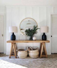 country home decor Round Living Room Black Entryway Console, Entryway Decor, Entryway Tables, Modern Entryway, Entryway Ideas, Wall Decor, Hallway Ideas, Cottage Entryway, Hall Tables