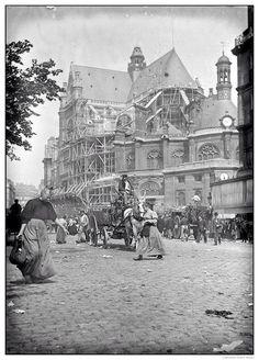 the church of st eustache in les halles, paris - 1900 Paris Pictures, Paris Photos, Old Pictures, Old Photos, Old Paris, Vintage Paris, Paris 1900, Francia Paris, Paris Black And White