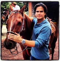 Daniel Arenas- Love your hair and your smile Ana Brenda Contreras, Xavi Hernandez, Love Your Hair, Romance, Music Tv, Male Beauty, My Boyfriend, My Boys, Sexy Men