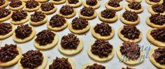 Lískooříškové cukroví na Vánoce - cukroví, které nesmí chybět na vašem vánočním stole Mini Cupcakes, Cheesecake, Desserts, Food, Tailgate Desserts, Postres, Cheesecakes, Deserts, Essen