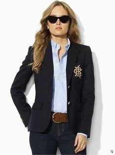 un estilo camisa, chaqueta y pantalon...