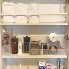 突っ張り棒 タオル収納 Organizing Ideas, Organization, Bathroom Medicine Cabinet, Storage, Getting Organized, Purse Storage, Organisation, Larger, Tejidos