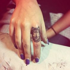 Cool wolf tattoo on the finger - Styleoholic