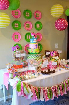 Love the button plates! Madeline's 7th Lalaloopsy Birthday Party! | CatchMyParty.com