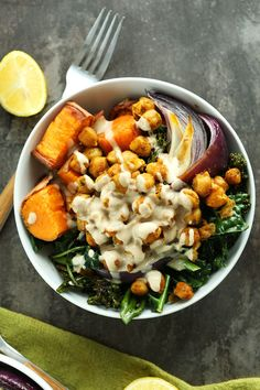 (Sub butternut squash for sweet potato) 30 minute CHICKPEA Sweet Potato BUDDHA Bowls! A complete meal packed with protein, fiber and healthy fats with a STELLAR Tahini Lemon Maple Sauce! Baker Recipes, Cooking Recipes, Cooking Food, Healthy Cooking, Clean Eating, Healthy Eating, Healthy Fats, Healthy Protein, Dinner Healthy