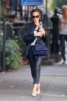Sarah Jessica Parker camina por las calles de NuevaYork vistiendo la tendencia.