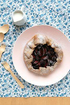 Plum and blackberry galette (with rye pastry) / Galette de ameixa e amora (com massa de centeio) by Patricia Scarpin, via Flickr