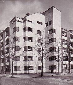 Apartment block in Berlin's Leinestraße by architect Bruno Taut, 1926
