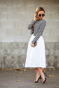 fashion blogger, petite fashion blog, topshop midi skirt, white skirt, houndstooth jacket, crop jacket, box clutch, black and white outfit, ...
