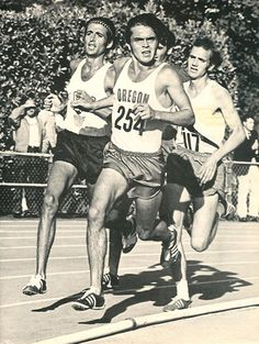 Steve Prefontaine at the June 25, 1971 AAU Three-Mile championship in Eugene, Oregon. Pre wins in 12:58.6. Frank Shorter left, number 117 is Steve Stageberg. In rear Len Hilton.