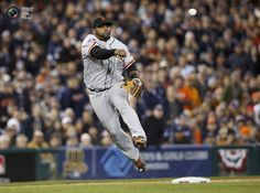 San Francisco Giants third baseman Sandoval throws to first but fails to put out Detroit Tigers Jackson in the third inning during Game 3 of the MLB World Series baseball championship in Detroit. MARK BLINCH/REUTERS