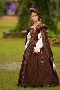 Tudor Maiden by ~atistatplay on deviantART