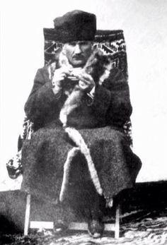 Mustafa Kemal (Atatürk), dressed in a winter-coat. Republic Of Turkey, The Republic, World War I, World History, Glitch, Turkish War Of Independence, National Movement, Contemporary History, Turkish Army