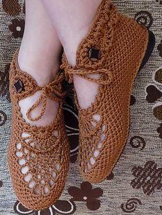 Crochet shoes No pattern Crochet Sandals, Crochet Boots, Crochet Slippers, Crochet Clothes, Crochet Baby, Crochet Designs, Crochet Patterns, Crochet Flip Flops, Crochet Slipper Pattern