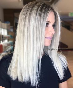 New Icy Blonde Hair Silver Beautiful Ideas Medium Blonde Hair, Blonde Hair Looks, Icy Blonde, Platinum Blonde Hair, Blonde Wig, Blonde Grise, Frontal Hairstyles, Balayage Hair, Babylights Blonde