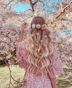 Image uploaded by ℓυηα мι αηgєℓ ♡. Find images and videos about girl, pink and flowers on We Heart It - the app to get lost in what you love. Beautiful Girl Drawing, Girls With Flowers, Cute Girl Wallpaper, Girly Pictures, Girl Photography Poses, Spring Photography, Aesthetic Girl, Cute Girls, Short Hair Styles