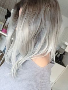 Grey / Silver hair: dark grey roots and light silver, platinum blonde, balayage ombré hair, long bob, Granny Hair