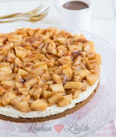 Monchoutaart met kaneelappel en toffeesaus - Keuken♥Liefde - Amazing Sweets,Ice Cream and More(Images Gifs and Recipes) - Delicious Desserts, Yummy Food, Cheesecake, Winter Dishes, Sweet Pie, Pastry Cake, High Tea, No Bake Cake, Food Inspiration