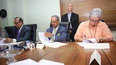 Cesar Mella anunció este jueves la designación de nuevos directores médicos, subdirectores y administradores en cuatro hospitales