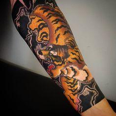 Better picture. #irezumi#horimono#japanescollective#japanesetattoosub#irezumicollective #japanesetattoo#tattoo#tattooed#art#photography#igers#tiger#tigertattoo#asiantattoo#asianart#tattooartistmagazine by seandrumm https://instagram.com/p/55UGq7PWCN/