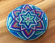 Flores en piedras pintadas mano roca pintada por AmysRockCandy