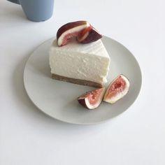 ↬*。゚͏𝖼𝗋𝗎𝗇𝖼𝗁𝖼𝗋𝗎𝗇𝖼𝗁𝗂𝖾𝗌 Cute Food, Good Food, Yummy Food, Dessert Decoration, Dessert Food, Bakery Cafe, Aesthetic Food, Aesthetic Pastel, Food Inspiration