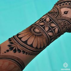 this is part of the henna design I applied with my non-dominant hand • Took my three times longer (4,5 hours!), but a fun experiment! • #henna #experiment #mehndi #mehendi #hennadesign #hennaexperiment #hennaleaves #arm #hennacuff #bracelet #jewelry #naturaljewelry #flower #weddingideas #indianwedding #dulhan #shaadi #weddingplanner #eventplanner #bridalhenna #bridalmehndi #moroccanwedding #moroccanArt #eastmeetswest #nondominanthand #utrecht #paris #newdelhi #muscat #travel