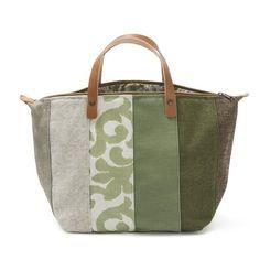 Handbag - Mala de mão em chenille, linho e sarja, forro interior em sarja e ganga. Pegas duplas em couro natural. Fecho de correr. Handmade - numerado. Medidas: 45x28x20cm
