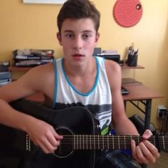 Shawn Mendes sings so beautiful! !!