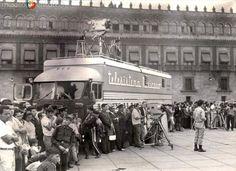 Equipo de filmación de Telesistema Mexicano (1972). Old Pictures, Old Photos, Travel Ads, Color Of Life, Mexico City, Cancun, Historical Photos, Vintage Art, Beautiful Pictures