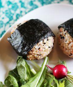 Recipe: Salmon and Black Sesame Onigiri (Japanese Rice Balls) Recipes from The I think I want Sushi now Salmon Recipes, Lunch Recipes, Asian Recipes, Seafood Recipes, Dinner Recipes, Yummy Recipes, Yummy Food, Japanese Rice, Gastronomia