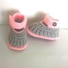 Chaussons en laine 0/3 mois babies ballerines bébé fille - layette tricot maille fait main gris et rose