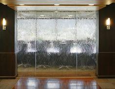 装飾ガラス事例/フリーフォーム「ウィロー」パーテーション