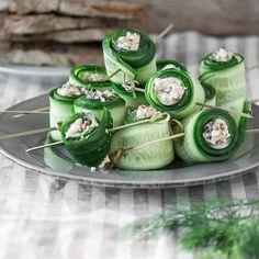 Cucumber and feta rolls - Deko für Platten ( Wurst, Käse. Party Finger Foods, Snacks Für Party, Snacks Diy, Cheese Appetizers, Appetizer Recipes, Feta, Good Food, Yummy Food, Healthy Snacks
