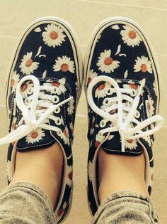 d581ed0e11d5c 20 Zapatos hipsters que le darán un nuevo toque a tu look. Chaussures À  FleursChaussures VansChaussures FemmeSandalesBottesChaussure ...