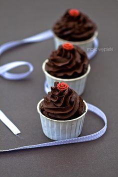 Babeczki czekoladowe z kremem mocno czekoladowym / chocolate cupcakes with chocolate cream