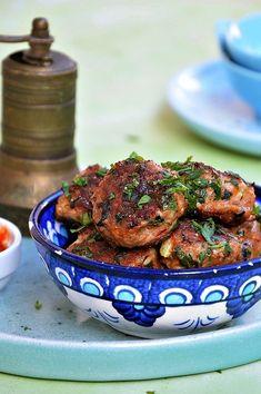 Moja smaczna kuchnia: Grillowane kotleciki wieprzowe z oliwkami i cukini... Tandoori Chicken, Chicken Wings, New Recipes, Dip, Grilling, Meat, Cooking, Ethnic Recipes, Food