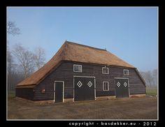 Drentse schuur http://basdekker.eu/beeldbank/albums/cultuur/hokjes-en-schuren/033435-ov1-drentse-houten-schuur-web.jpg