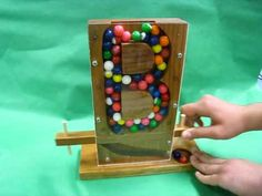 Student design and built fancy gumball machines. Pallet Crafts, Wood Crafts, Diy And Crafts, Crafts For Kids, Woodworking Projects For Kids, Wooden Projects, Diy Gumball Machine, Bubble Gum Machine, Wood Display Stand