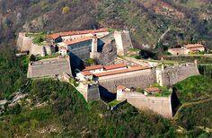 Gavi veduta del Forte di Gavi dall'alto