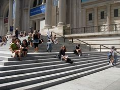 """NYC Travel: Your Guide to Locations Featured on """"Gossip Girl"""": Steps at the Metropolitan Museum of Art"""