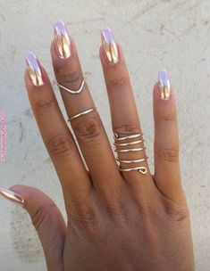 What Christmas manicure to choose for a festive mood - My Nails White Gel Nails, Rose Gold Nails, Metallic Nails, Cute Acrylic Nails, Fun Nails, Pretty Nails, Gold Chrome Nails, Chrome Nail Art, Pink Nail