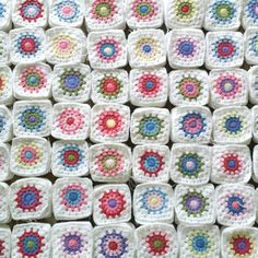 An easy to understand method on how many non-repetitive color granny squares you can make out of a number of colored yarns. thanks so xox