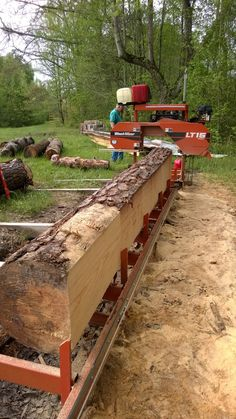 Sawing beams for farmhouse. Portable Bandsaw Mill, Portable Saw Mill, Lumber Mill, Wood Mill, Chainsaw Mill Plans, Log Projects, Tree Sale, Wood Cutter, Urban Homesteading