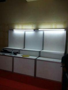 Jual rak display,meja display utuk frianchise   tlp/wa : 085100463227  http://sewapartisiindonesia.blogspot.co.id