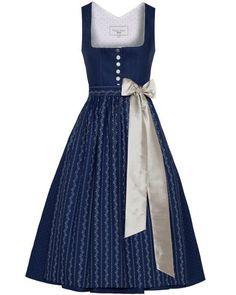 Dirndl kurz mit Schürze Old Dresses, Dresses For Work, Formal Dresses, Modest Fashion, High Fashion, Folk Fashion, Womens Fashion, Flattering Dresses, Traditional Dresses
