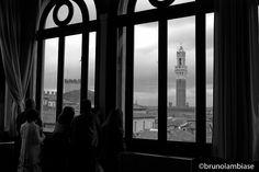Uno sguardo su Siena. Foto di Brunolambiase su http://www.nikonclub.it/gallery/index.php?module=listGallery&method=detail&id=1286317. Realizzata dalla Pinacoteca di Siena durante un incontro di Invasioni Digitali