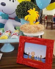 Venha se inspirar nesta linda Festa Snoopy!!Imagens Up Arts Ateliê.Lindas ideias e muita inspiração.Bjs, Fabíola Teles.Mais ideias lindas:Up Arts Ateliê.... Peanuts Gang Birthday Party, Snoopy Birthday, Snoopy Party, 6th Birthday Parties, Boy First Birthday, Birthday Ideas, Charlie Brown Christmas, Charlie Brown And Snoopy, Baby Snoopy