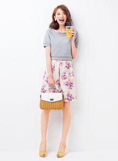 講談社 withオフィシャルサイト | NEW!!【聡子フェミニン】day4 スウェットトップ×バラ柄スカート