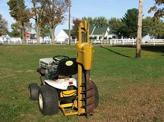 How bout that, a Bolens Garden Tractor with a post hole digger. Lawn Tractor Trailer, Bolens Tractor, Crawler Tractor, Tractor Decor, Small Tractors, Old Tractors, Lawn Tractors, Old Farm Equipment, Heavy Equipment